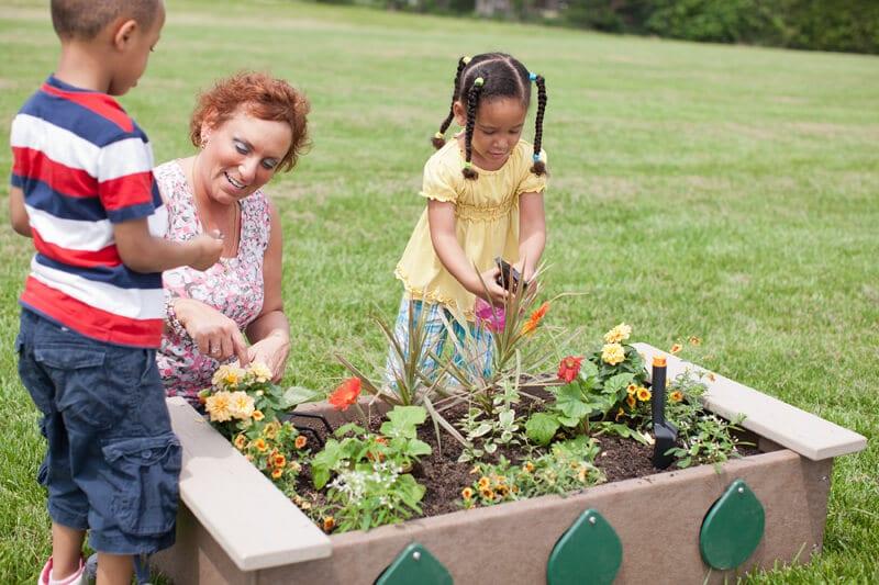 Garden Box with Peep Holes - Plastic