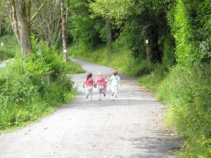 outdoor play, children running down path